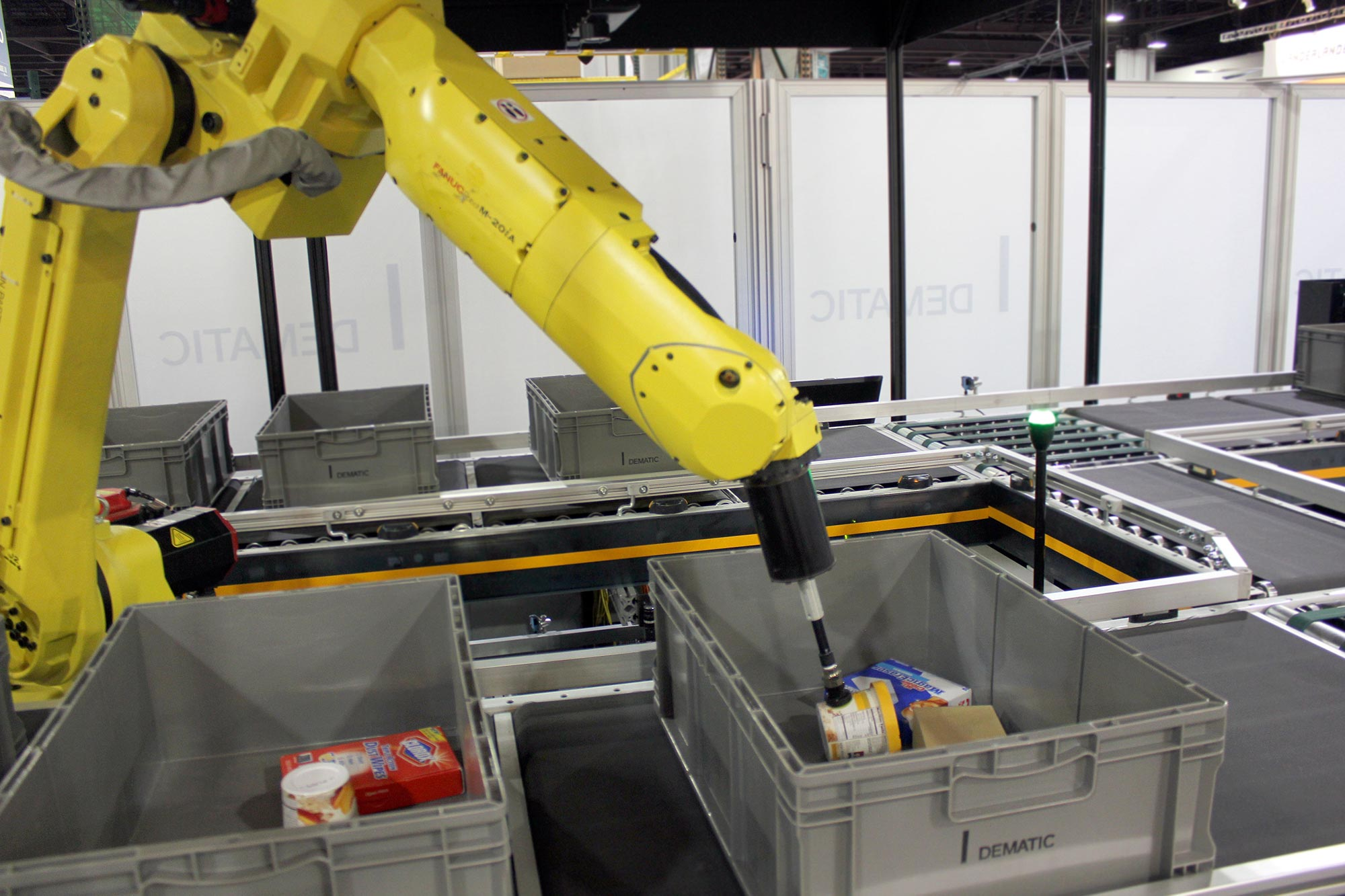 Robotic Picking by Dematic