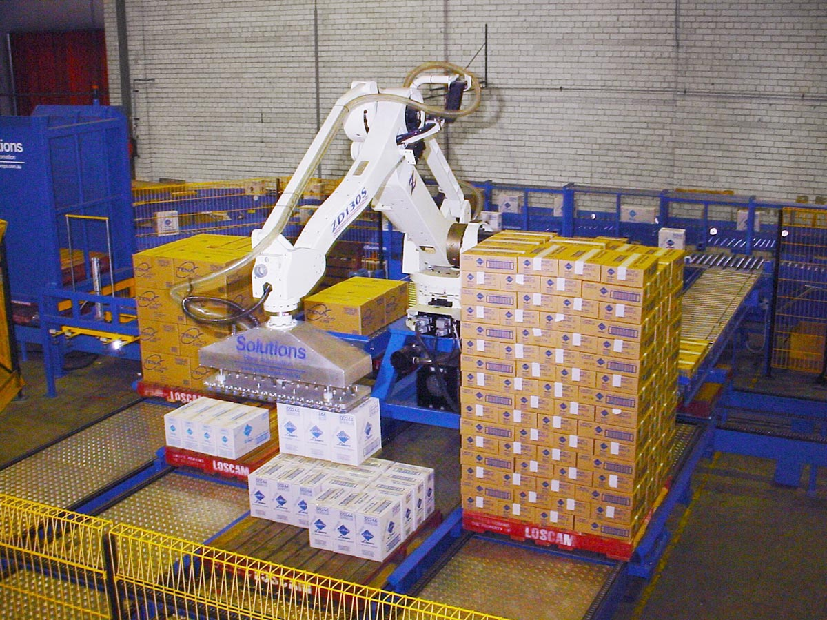 Palletizing robot with Air Cup gripper