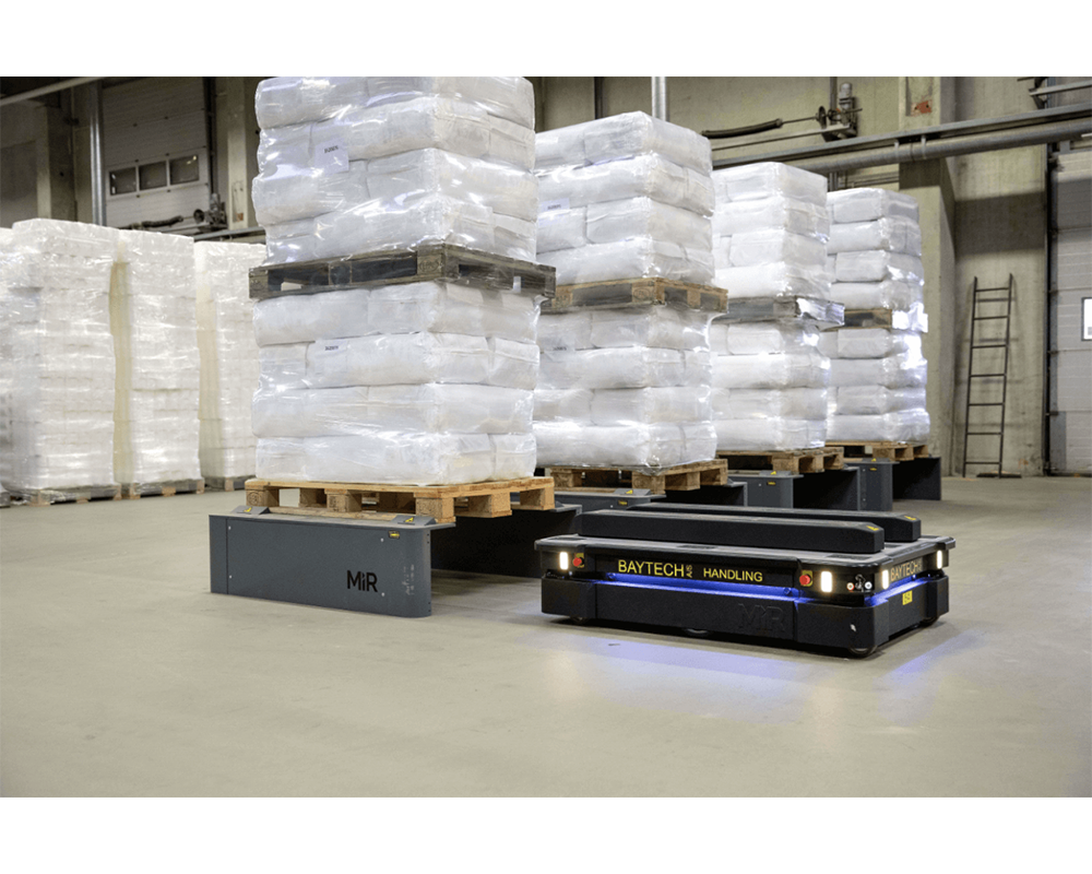 Mobile autonomous robot in warehouse 2