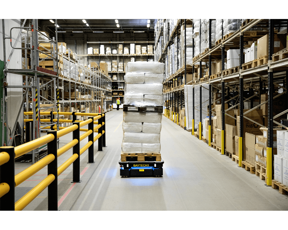 Mobile autonomous robot in warehouse 3