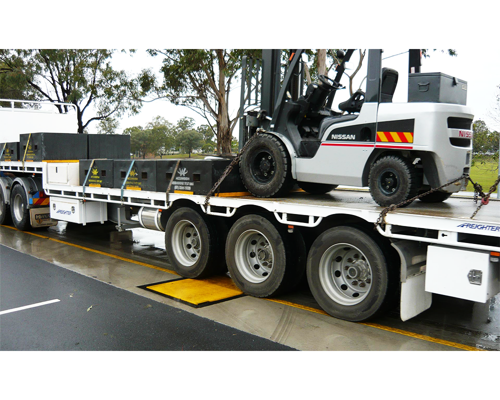 Weigh in motion weighbridge with test vehicle