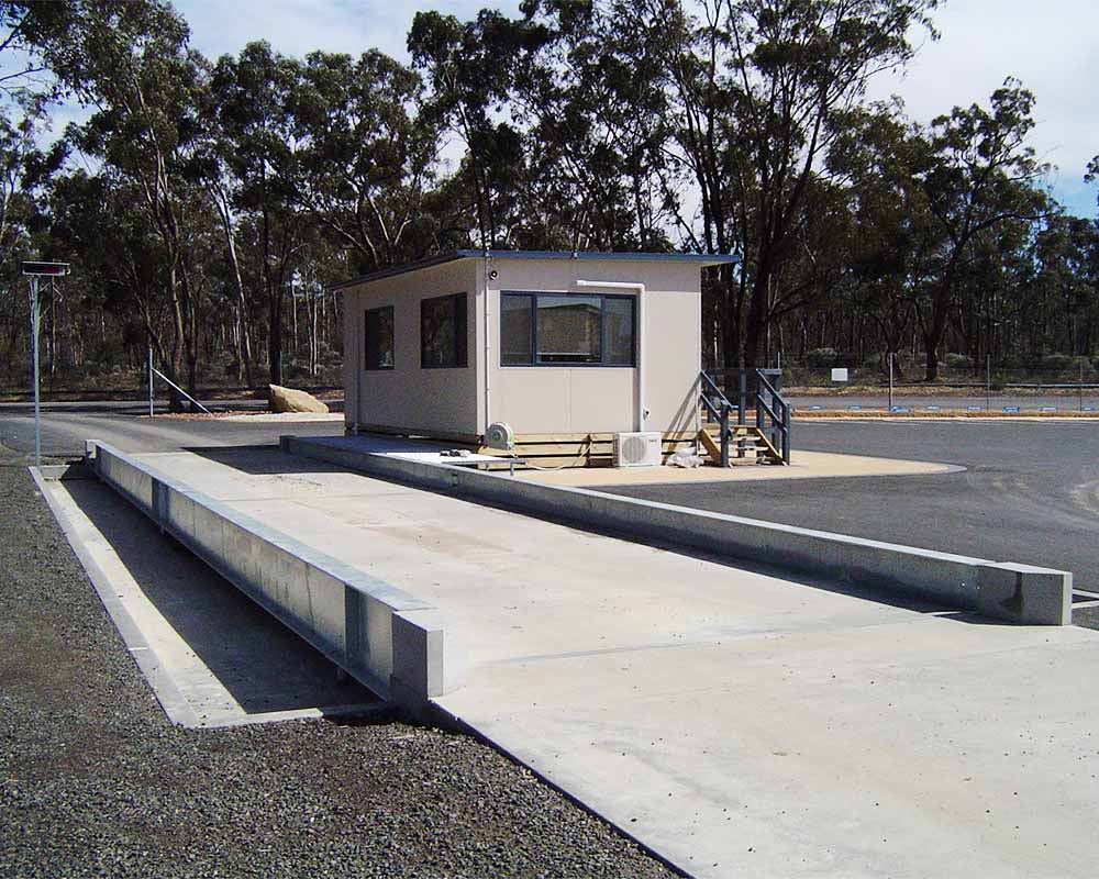 Weighbridge semi-pit with office